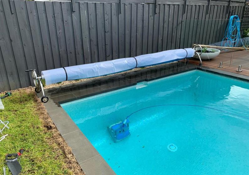 Pool-Blanket-Roller-2-794x560
