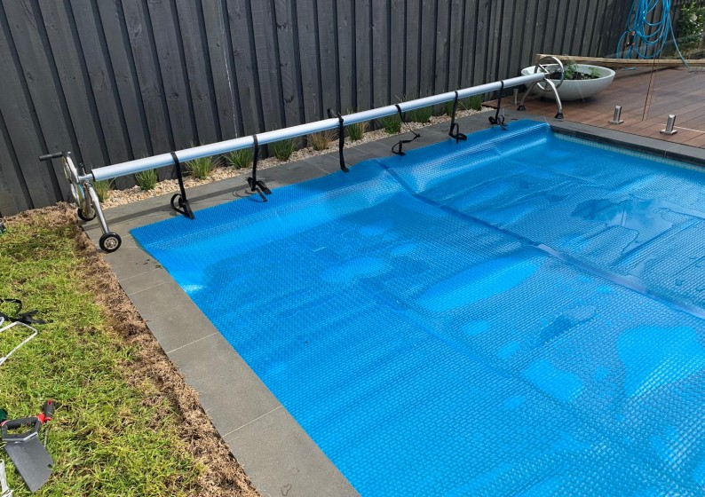 Pool-Blanket-Roller-5-794x560