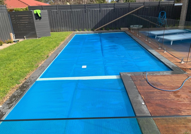 Pool-Blanket-Roller-6-794x560